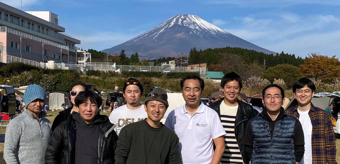 大野路ファミリーキャンプ場で富士山をバックに